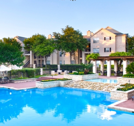 Pool at Camden Huntingdon Apartments in Austin, TX
